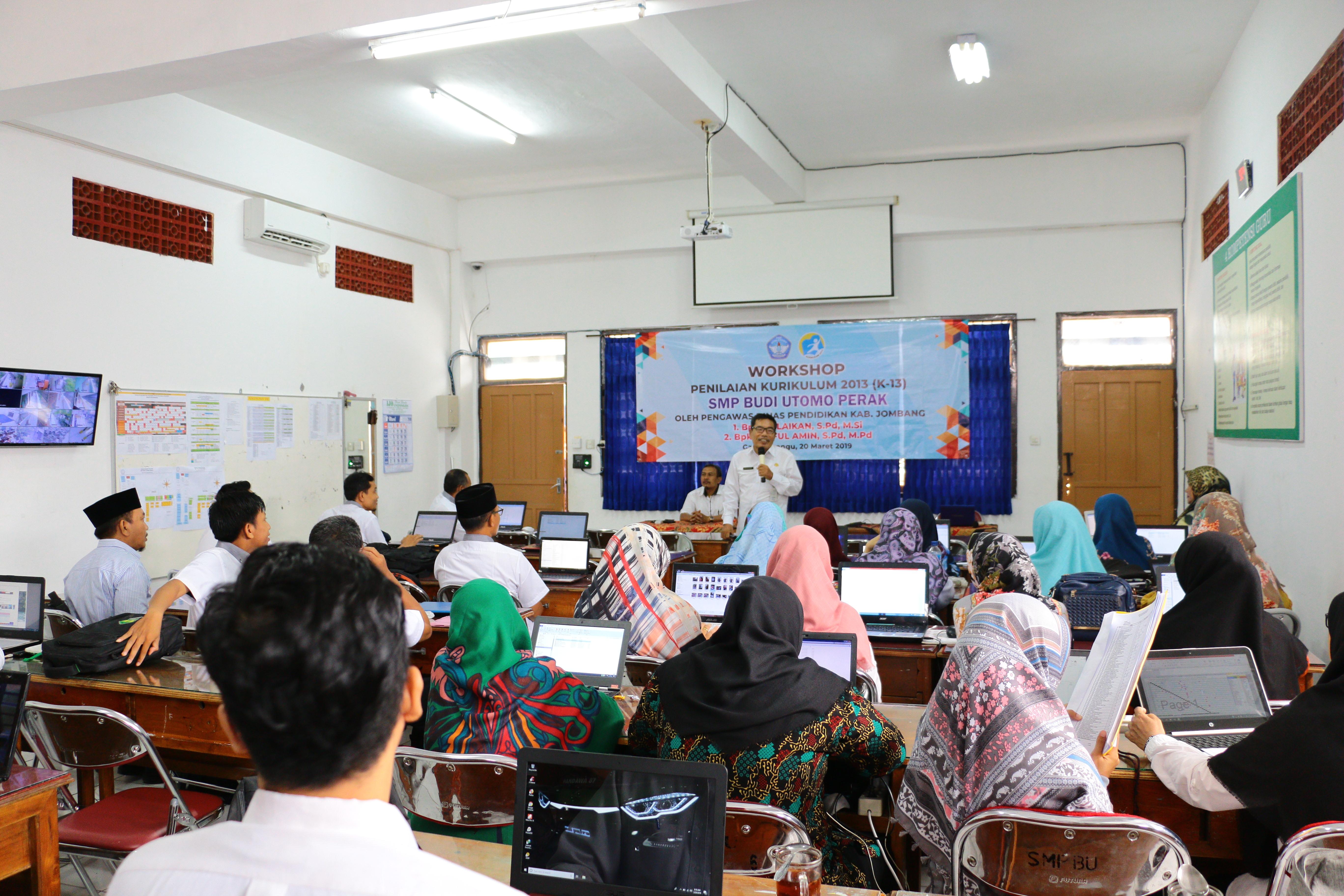 Workshop Penilaian Kurikulum Nasional Bagi Guru-guru SMP Budi Utomo Perak